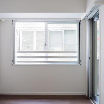 こちらを寝室に。※7階の反転間取り別部屋の写真です