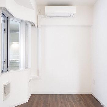 エアコン完備。※7階の反転間取り別部屋の写真です