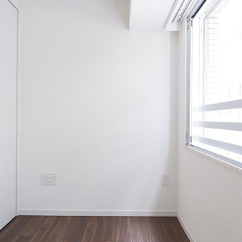 朝は窓からの光で目覚める♪※7階の反転間取り別部屋の写真です