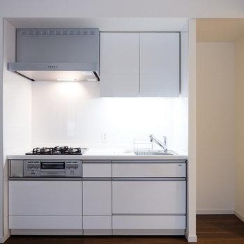 設備の揃ったキッチン◎※7階の反転間取り別部屋の写真です