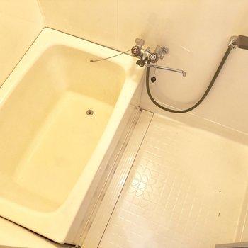 お風呂場です。ゆったりできるスペースあります。