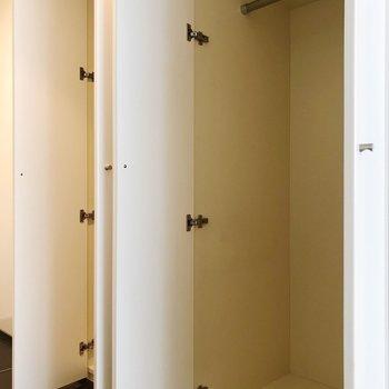 クローゼットが×2※1階の反転間取り別部屋の写真です