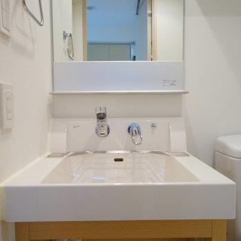 洗面台はゆったり♪※写真は4階の反転間取りの別部屋です。