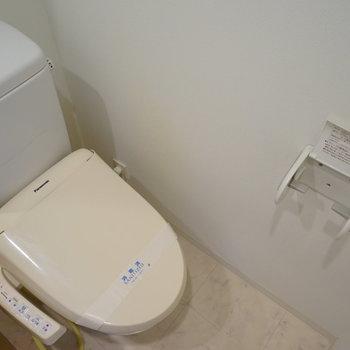 トイレはウォシュレット付き!※写真は4階の反転間取りの別部屋です。