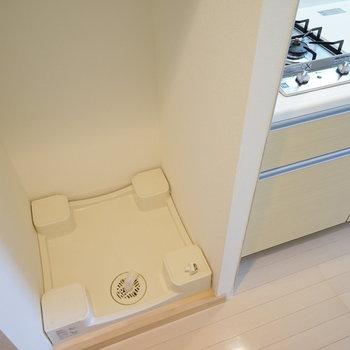 キッチン横に洗濯機を。※写真は4階の反転間取りの別部屋です。
