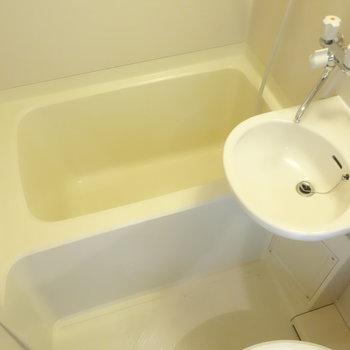 お風呂はシャワーかな。