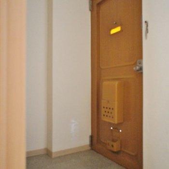 玄関も広々です♪