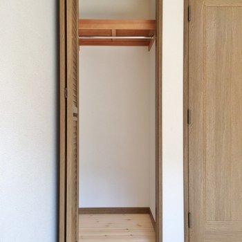 クローゼットはここ一つ。オープン収納の腕を磨きましょう◎※1階の同じ間取りのお部屋です。