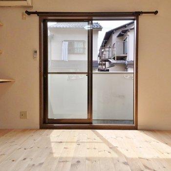 お部屋の中は無垢材が気持ちいい素敵な区間。※1階の同じ間取りのお部屋です。