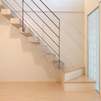 階段下もうまく活用できそうです!※1階別部屋反転間取りの写真です。
