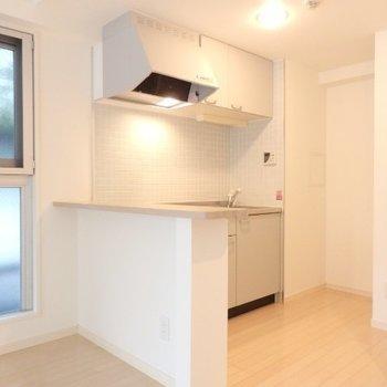 キッチンスペースは広くて使いやすそうです※1階別部屋反転間取りの写真です。