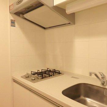 2口コンロは1人暮らしには嬉しいです。※写真は10階の同間取り別部屋のものです。