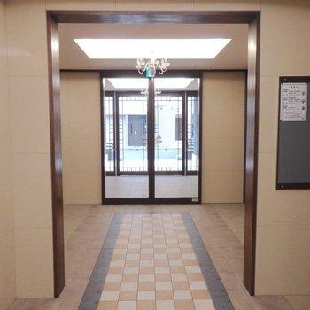 玄関口も厳かです。