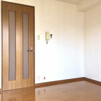 ベッドはこちらへどうぞ(※写真は7階の同間取り別部屋のものです)