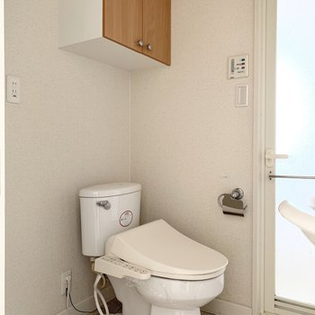 ウォシュレット付のトイレも、(※写真は12階の反転間取り別部屋のものです)