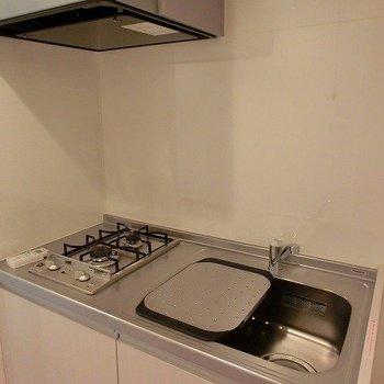 2口コンロの機能的キッチン。※写真は前回募集時のものです。