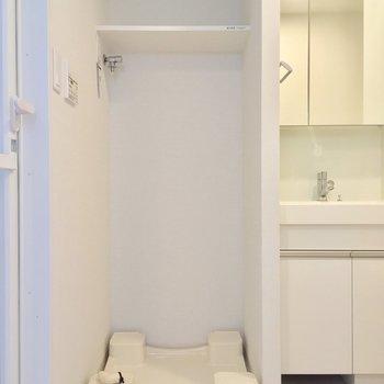 サニタリーへはキッチン背面からGO※写真は7階の同間取りのお部屋です。