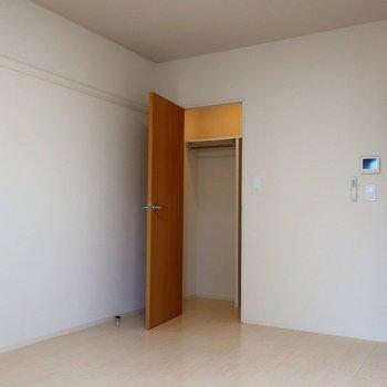 ウォークインクローゼットですよ◯※写真は2階の同間取り別部屋のものです