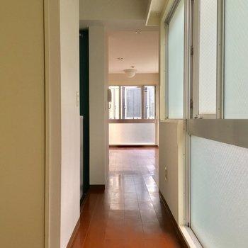 寝室から廊下を眺めて※2階別部屋反転似た間取りです。