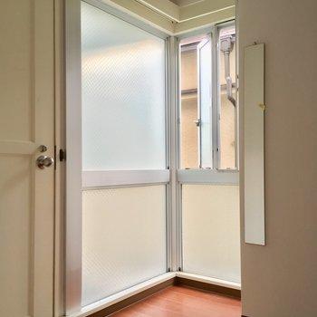 この空間好き・・!スリムな姿見もいいね!※2階別部屋反転似た間取りです。