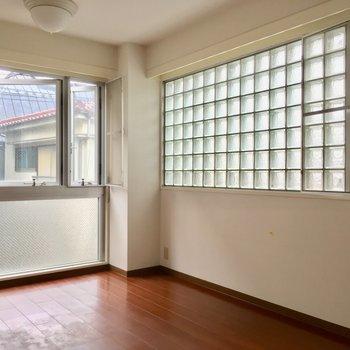 ブロックガラスが美しい・・※2階別部屋反転似た間取りです。