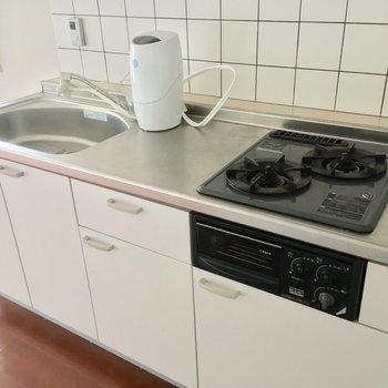 2口ガスコンロにグリルも付いて、お料理が楽しくなる〜※2階別部屋反転似た間取りです。