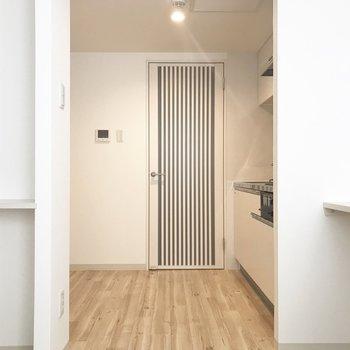 奥のドアもかわいい!※写真は別部屋です