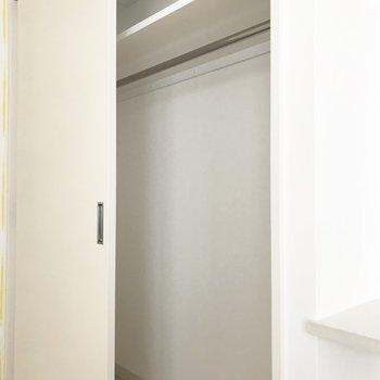 クローゼットはこちら※写真は別部屋です