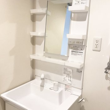 洗面台はこちら※写真は別部屋です