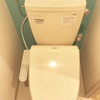 トイレの壁紙水色なんです!※写真は別部屋です