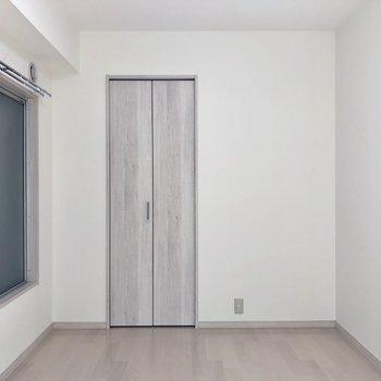 リフォーム済みなのでお部屋はキレイですね。
