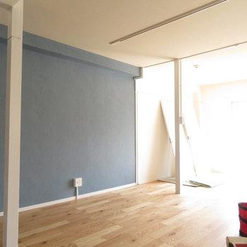 2本の柱が可愛いな〜。※写真は工事中のものとなっております ※写真は2階の同間取りのお部屋です。