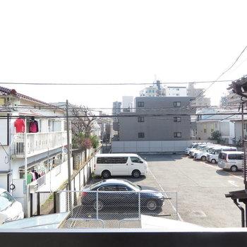 眺望はこう!青空が見えますね。 ※写真は2階の同間取りのお部屋です。
