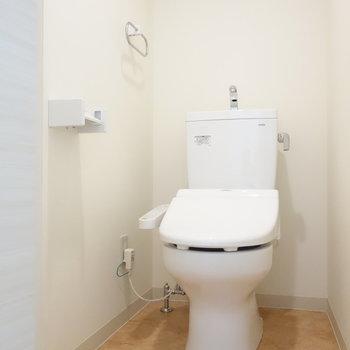 ウォシュレット付トイレは個室です。