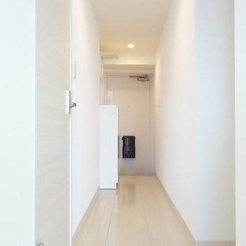 廊下へ出て、左手のドアを開いて。