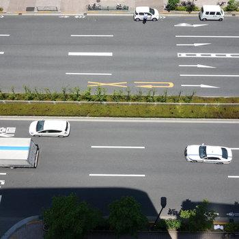 見下ろすと青梅街道です。
