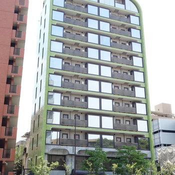 青梅街道沿いにドーンとSRCマンション。