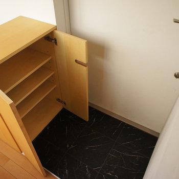 玄関のシューズボックス※写真は似た間取りの別部屋