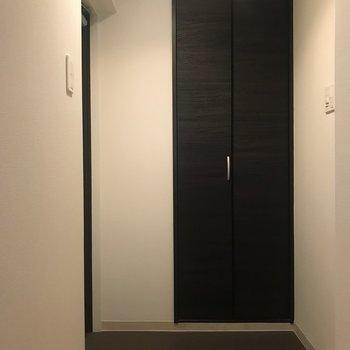 玄関も広々♫(※写真は清掃前です)