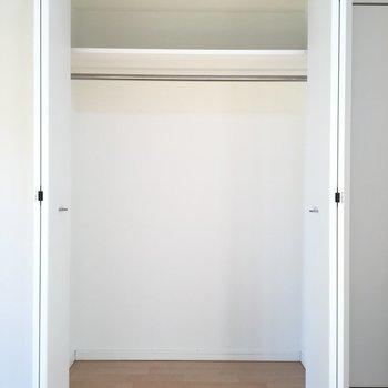 クローゼットもしっかり入ります。※写真は8階、同間取りの別部屋です。