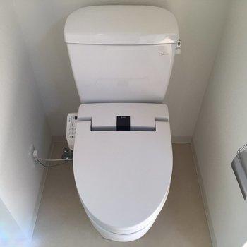 トイレはもちろんウォシュレット!※写真は8階、同間取りの別部屋です。