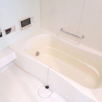 お風呂も綺麗で浴室TV付き