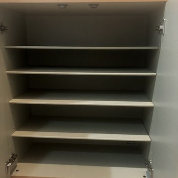 シューズボックス、一人暮らしには文句なしです!※写真は同じ階の105号室のものです