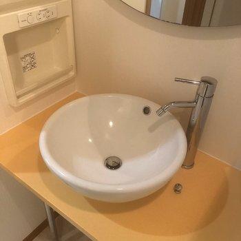 洗面台まるまるしててかわいい〜※写真は同じ階の105号室のものです
