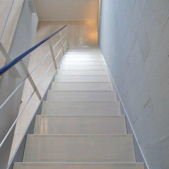 階段を下がって。。。