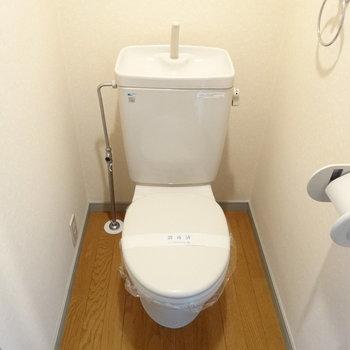 トイレもキレイめ。(※写真は9階の反転間取りの別部屋のものです)