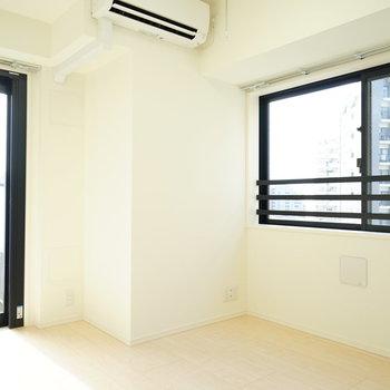 2面採光で明るい室内!※写真は7階の同じ間取り別部屋