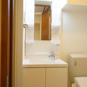 洗面台も独立してます!※写真は7階の同じ間取り別部屋