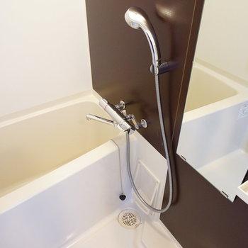 お風呂は自動お湯貼りと乾燥機も♪※写真は7階の同じ間取り別部屋