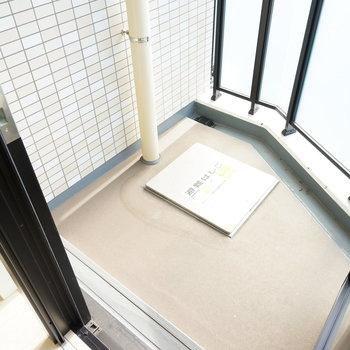 バルコニーはコンパクトですね!※写真は7階の同じ間取り別部屋